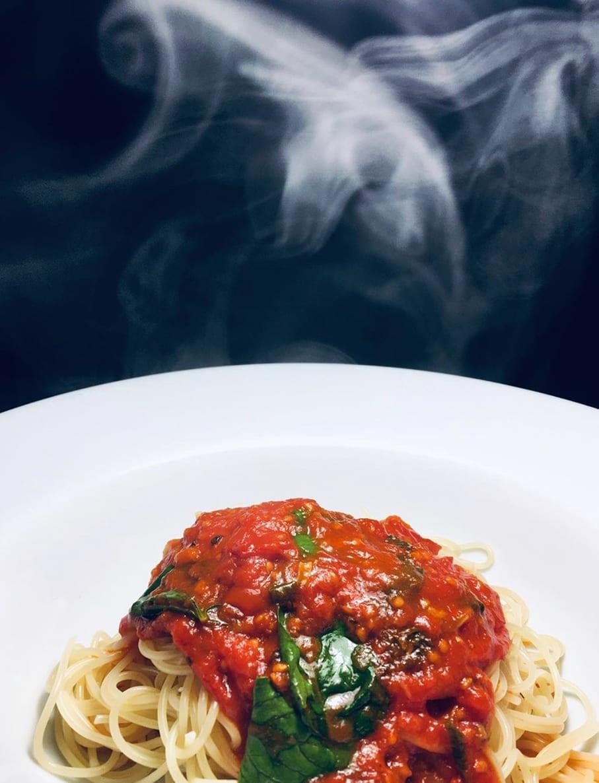 14U Ελληνική Εταιρεία Ρούχων Αξεσουάρ συνταγές μαγειρικής παντρεμένες με την μόδα Κάθε εβδομάδα μία συνταγή Μακαρονάδα Ναπολιτάνα Η Καλύτερη ντοματόσαλτσα του κόσμου