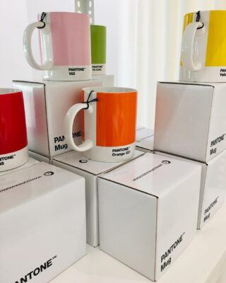 Put some color in your life. The @pantone mug by @copenhagen.design. Available at 1.4.U stores. 🌈