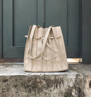 We're obsessed with the new version of our Campania handbag. Such a classic and unique design available in 4 beautiful Summer colors.