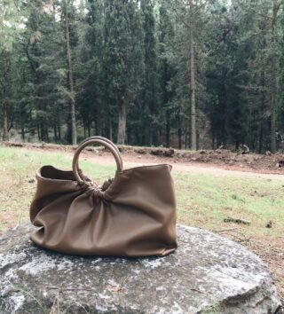 The Tellaro bag in this toffee brown. Last pieces available. 🌲