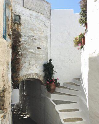 Summer in Greece. 🧿  #summeringreece #greeksummer #postcard #greece #white #island #islandlife #holiday #holidays #14UgoestoTinos