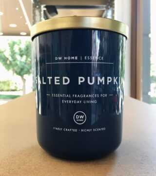 Salted Pumpkin scented candle. There's nothing better than autumn on the coast. This scent is reminiscent of a seaside pumpkin orchard. Couldn't be better. Available at 1.4.U stores. 🍪