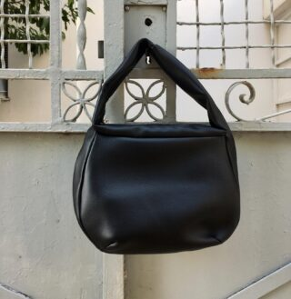 Find ease in your everyday with our Locorotondo bag in black. ✔️