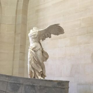Classic is always in style. ✨  #wingedvictoryofsamothrace #statue #classic #louvre #museedulouvre #louvremuseum #greek #masterpiece #14UgoestoParis
